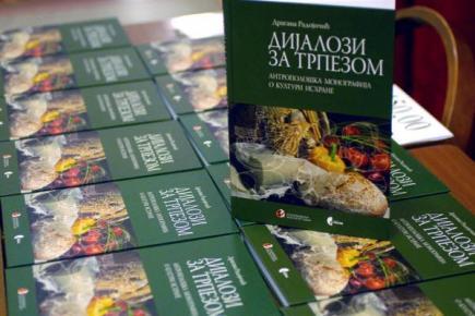 Представљена књига ДИЈАЛОЗИ ЗА ТРПЕЗОМ