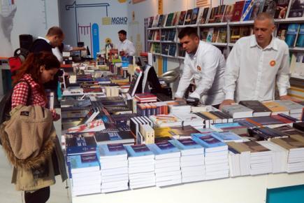 Гласникови продавци били су на услузи свим љубитељима добре књиге
