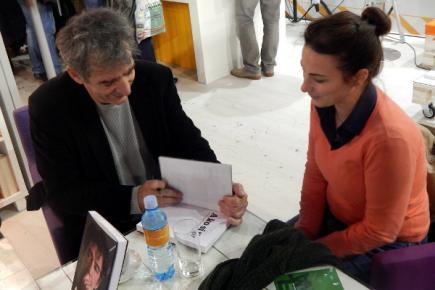Легендарни глумац Предраг Мики Манојловић потписује своју аутобиографију
